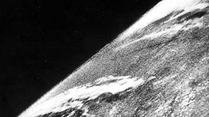 4280254ab77e 1972 ஆம் ஆண்டில், முழு ஒளிரும் நிலத்தின் முதல் புகைப்படம் தோன்றியது.